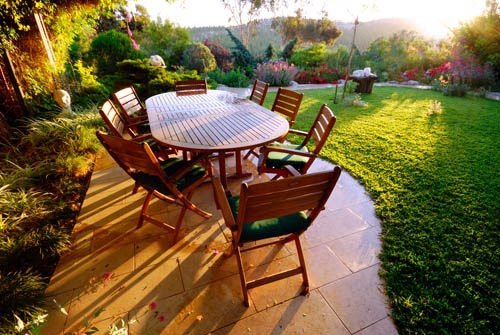 kerti-udvar-asztal