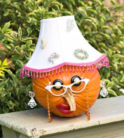 Главное украшение на этот праздник тыква.  Тыква, как осеннее солнце.  Ее можно успешно использовать для украшения...