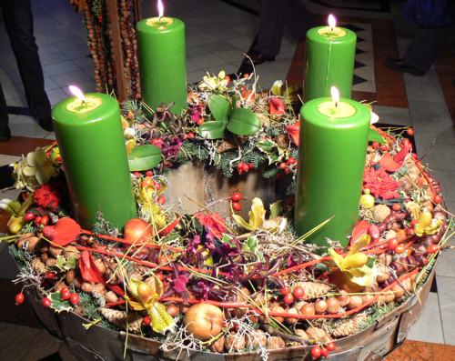 http://www.edenkert.hu/kiallitas-es-vasar/advent-2008-itt-a-10-legszebb-adventi-koszoru/1843/1/advent-2008-itt-a-10-legszebb-adventi-koszoru_1.jpg