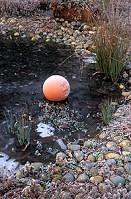 Mit csináljunk, ha befagy a kerti tó?