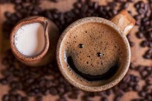 A hiedelmekkel ellentétben pozitívan hat ránk a koffein?