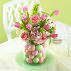 3 húsvéti asztaldísz kelkáposztával, szalmakalappal