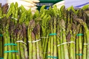 Szezonnyitó spárgás receptek: frissen facsarva vagy krémlevesnek