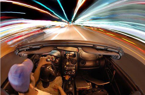 Száguldás autóban