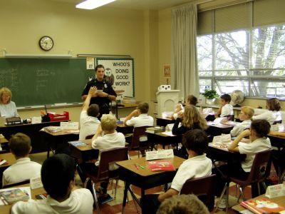 Gyerekek az iskolában