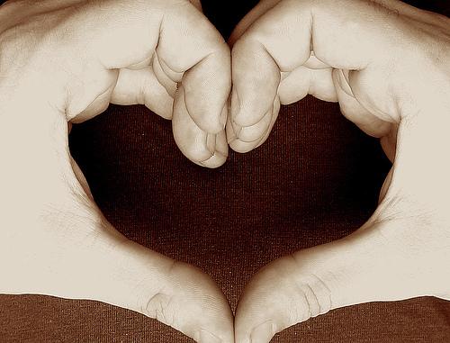 Kézből formált szív