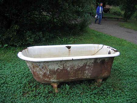 fürdőkád a kertben