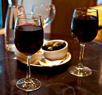 két pohár bor