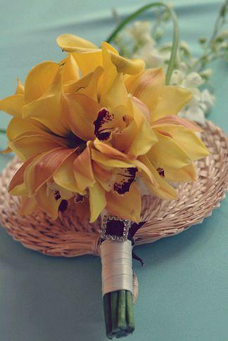 orchidea gyöngyvirággal
