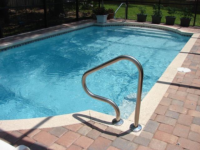 pool-317451_640