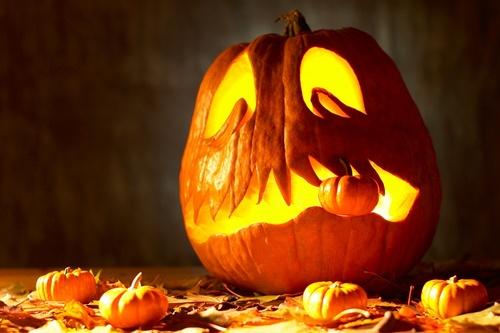 Sütőtök-figura-faragás-halloween