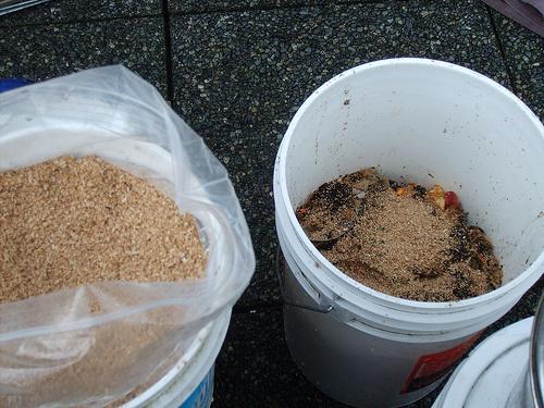 Fűrészpor-komposzt-készítés