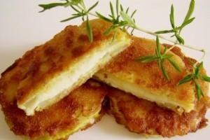Sajtos-tökös meglepi szendvics készítése