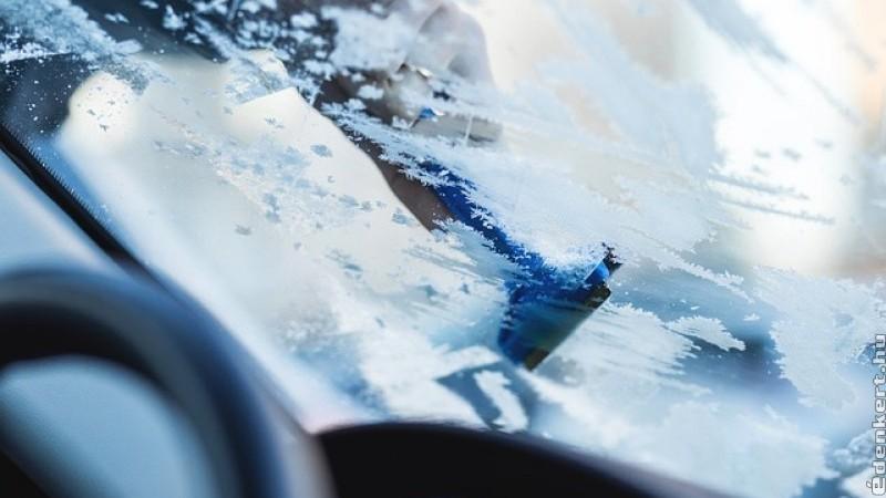 Nélkülözhetetlen téli kellékek az autóba