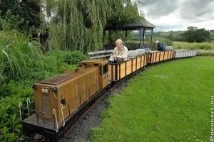 Saját kerti vonat 2 kilométeres pályával