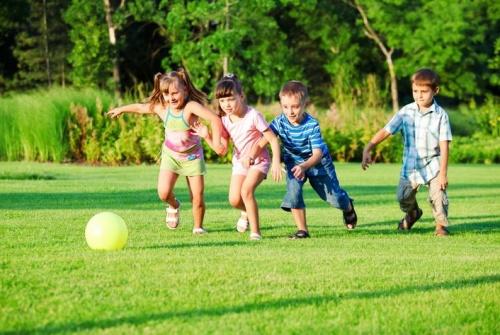 A gyerekek szeretik a kertben a kihívásokat