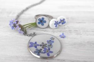 Virágos mező a nyakunkban: virágokból ékszert