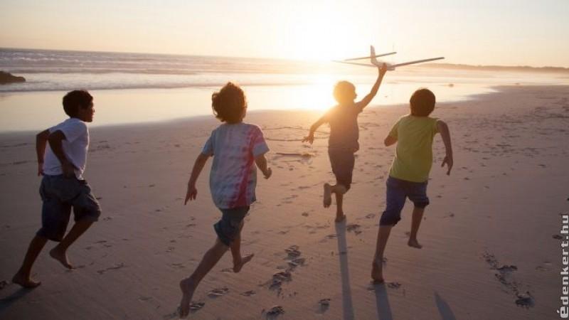 """Hagyd, hogy a gyerek néha egyedül játsszon, mert neki is szüksége van az """"énidőre""""!"""