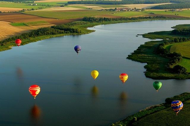 hot-air-balloon-590126_640