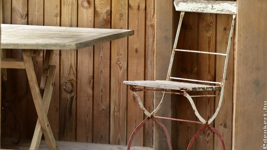 Fontos a kerti fa bútorok, eszközök rendszeres ápolása
