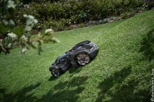 Derékkímélő és környezetbarát: az okos robotfűnyíró