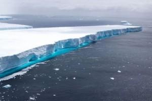 Robotokkal vizsgálják a világ legnagyobb jéghegyét