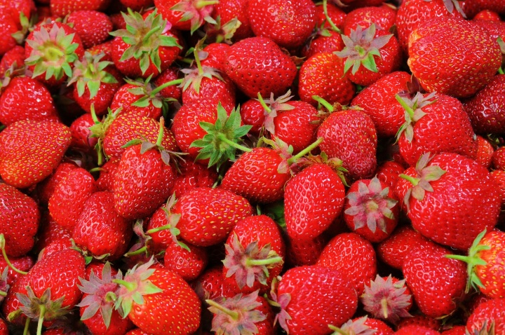 strawberries-528791_1920